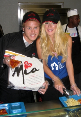 Spencer Pratt and Heidi Montag serve Pizza Hut pies at the Union Rescue Mission in downtown LA after making good on a promise to AccessHollywood.com, May 20, 2009