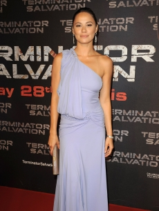 Moon Bloodgood is pretty in purple at the &#8216;Terminator Salvation&#8217; premiere in Paris, France, May 28, 2009