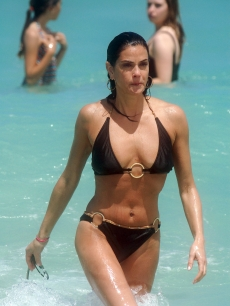 A fit Teri Hatcher shows off her bikini bod in Miami on May 16, 2009