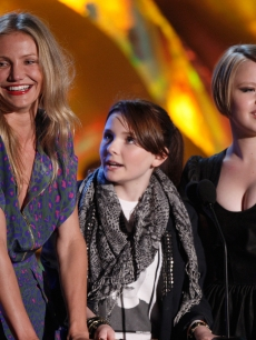 Cameron Diaz, Abigail Breslin, and Sofia Vassilieva present the Best Female Performance award onstage during the 18th Annual MTV Movie Awards