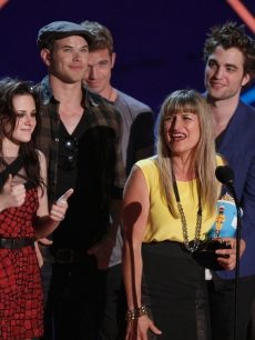 Kristen Stewart, Kellan Lutz, Cam Gigandet, director Catherine Hardwicke, and Robert Pattinson accept the Best Movie award onstage during the 18th Annual MTV Movie Awards