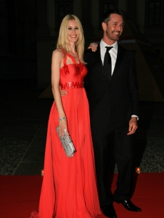 Rupert Everett and Claudia Schiffer arrive at the dinner at Palazzo Reale, after the ballet &#8216;Thanks Gianni with Love&#8217; to commemorate the tenth anniversary of the death of Italian stylist Gianni Versace July 15, 2007 in Milan, Italy