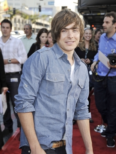 Zac Efron arrives at the premiere of Warner Bros. Pictures' 'Hangover' at the Chinese Theater on June 2, 2009 in Los Angeles
