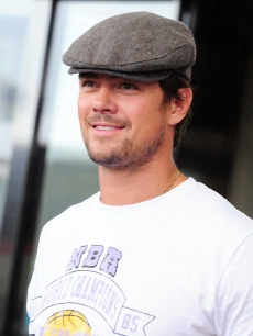 Josh Duhamel arrives at Narita International Airport on June 3, 2009 in Narita, Chiba, Japan