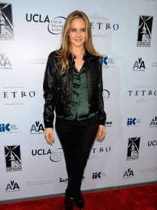 Alicia Silverstone hits the red carpet at the premiere of 'Tetro' on June 3, 2009 in  LA