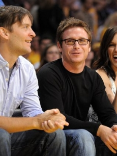 Tobey Maguire,Kevin Connolly and Sophia Bush watch the first half of game one of the NBA basketball finals on June 4, 2009, in LA
