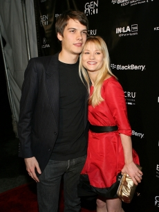 Josh Janowicz and Emilie de Ravin arrive at the Gen Art's 'Fresh Faces in Fashion' at the Barker Hanger on October 13, 2006 in Los Angeles, California