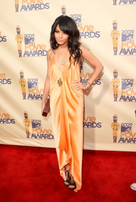 Vanessa Hudgens strikes a pose on the red carpet of the 2009 MTV Movie Awards