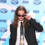 'American Idol' rocker Bo Bice keeps an eye out on the red carpet