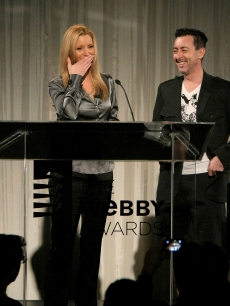Lisa Kudrow is presented her Webby Award for Outstanding Comedic Performance by actor Alan Cumming during the 13th Annual Webby Awards on June 8, 2009 in New York City
