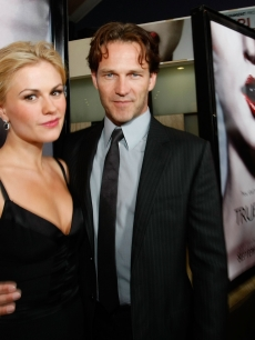 Anna Paquin and Stephen Moyer arrive at the Los Angeles Premiere of HBO's Series 'True Blod' at the Cinerama Dome on September 4, 2008 in Hollywood