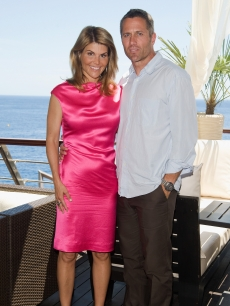 '90210's' Lori Loughlin and Rob Estes pose by the seaside at the Monte Carlo Television festival, June 10, 2009