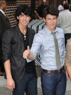 Joe and Nick Jonas wave to the fans outside the 'Late Show,' NYC, June 11, 2009