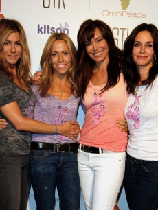 Jennifer Aniston, Sheryl Crow, Omni Peace founder Mary Fanaro and Courteney Cox at the Omni Peace charity event in LA on June 11, 2009