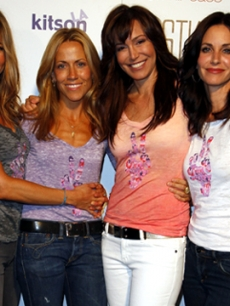 Sheryl Crow, Courteney Cox, and Jennifer Aniston at an OmniPeace June 11, 2009