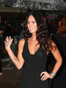 Megan Fox keeps it basic in black for the Transformers: Revenge of the Fallen Premiere on June 15, 2009 in London