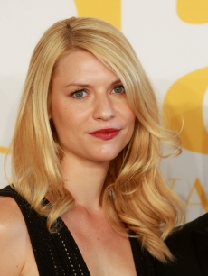 Claire Danes attends the 2009 CFDA Fashion Awards at Alice Tully Hall, Lincoln Center on June 15, 2009