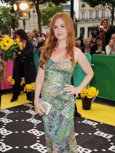 Isla Fisher looks glamorous in green at the premiere 'Bruno' at  on June 15, 2009 in Paris