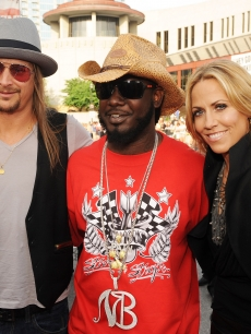 Kid Rock, T-Pain and Sheryl Crow attend the 2009 CMT Music Awards at the Sommet Center on June 16, 2009