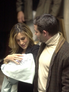 Matthew Broderick and wife Sarah Jessica Parker with their newborn son, James Wilke Broderick, leaving Lennox Hill Hospital November 1, 2002 in NYC