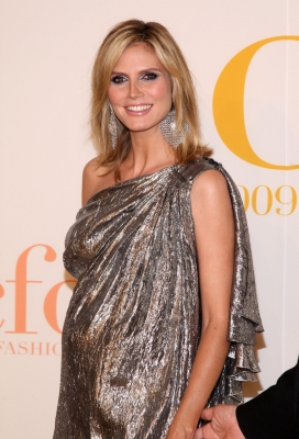 Heidi Klum attends the 2009 CFDA Fashion Awards at Alice Tully Hall, Lincoln Center on June 15, 2009