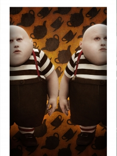 TweedleDee and TweedleDum make an appearance in Tim Burton's new 'Alice in Wonderland'