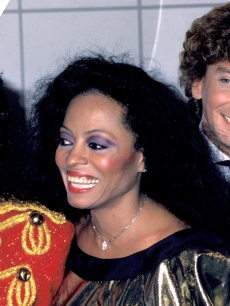 Michael Jackson, Diana Ross and Barry Manilow pose at the American Music Awards, Jan. 16, 1984