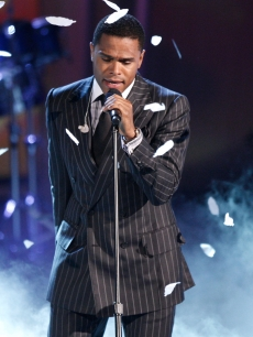 Maxwell sings at the BET Awards in LA on June 28, 2009