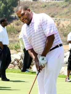 Anthony Anderson tees up at the BET Awards third annual 'Power to End Strokes' golf tournament in Los Angeles on June 26, 2009