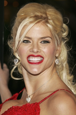 Anna Nicole Smith hits the red carpet for the 'Be Cool' premiere, Los Angeles, February 14, 2005