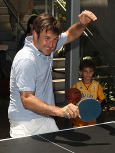 David Arquette enjoys some ping pong during the EB Medical Research Foundation picnic in Malibu on June 28, 2009 