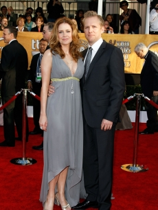 Jenna Fischer and Lee Kirk arrive to the 2009 Screen Actors Guild Awards in Los Angeles on January 25, 2009