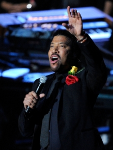 Lionel Richie performs 'Jesus Is Love' at the Michael Jackson memorial at Staples Center in Los Angeles (July 7, 2009)