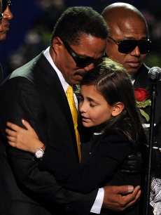 Michael Jackson&#8217;s daughter Paris Michael Katherine is comforted by her uncle Marlon Jackson at a memorial service for music legend Michael Jackson (pool photo: AFP)