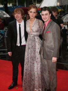 Rupert Grint, Emma Watson and Daniel Radcliffe brave the rain at the world premiere of 'Harry Potter and the Half Blood Prince' in London on July 7, 2009