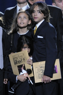 Paris, Prince Michael Jackson I and Blanket appear on stage for their father, Michael Jackson's, memorial at the Staples Center, July 7, 2009 (pool photo: AP)