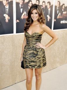 Jamie-Lynn Sigler looks fabulous as she arrives to the premiere of HBO's 'Entourage' - Season 6 in Los Angeles on July 9, 2009