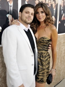 On and off-screen couple Jerry Ferrara and Jamie-Lynn Sigler arrive to the premiere of HBO's 'Entourage' - Season 6 in Los Angeles on July 9, 2009