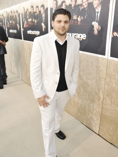Jerry Ferrara rocks a white suit at the premiere of HBO&#8217;s &#8216;Entourage&#8217; Season 6 in Los Angeles on July 9, 2009   