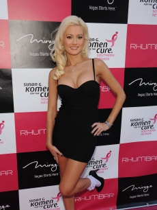 Holly Madison looks fabulous at the grand opening of Rhumbar in Las Vegas on July 13, 2009