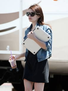 Emma Roberts totes her laptop on the set of her new movie 'Valentines Day' in Los Angeles on July 14, 2009