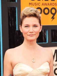 Jennifer Nettles of Sugarland attends the 2009 CMT Music Awards at the Sommet Center on June 16, 2009