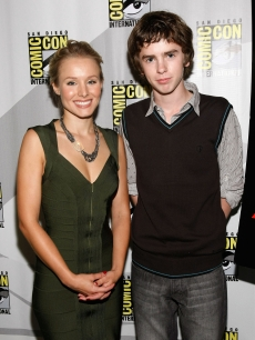 Kristen Bell and Freddie Highmore are all smiles during the 'Astro Boy' panel at Comic-Con 2009 in San Diego on July 23, 2009