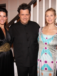 Angie Harmon, Issac Mizrahi, Kelly Rutherford, and Kerry Washington strike a pose during the QVC Style Dinner in the Hamptons on July 31, 2009