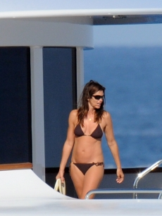Cindy Crawford shows off her bikini bod during a trip to Saint-Tropez, France on August 5, 2009